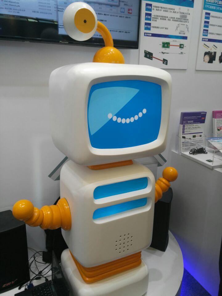 慕展机器人人脸识别、无人机定位系统引围观