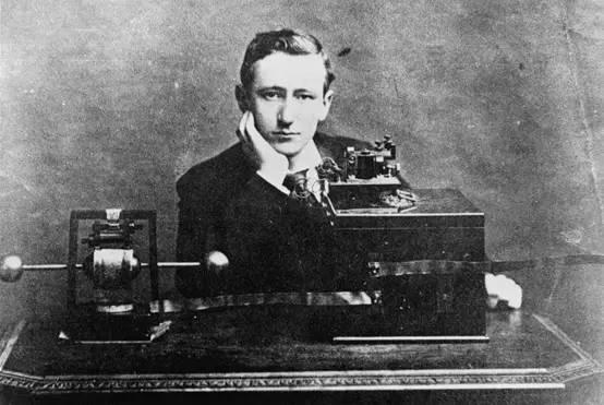 百年无线电和手边小钥匙