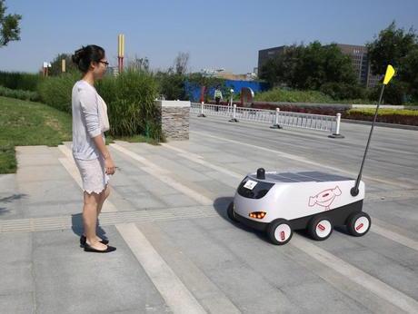 京东发布国内首辆无人配送车 将于明年商用