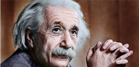科学界巨头的对碰!牛顿VS爱因斯坦,谁更加伟大?