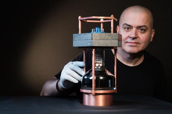 40年怪诞预言被验证:中微子50年后像激光一样普及