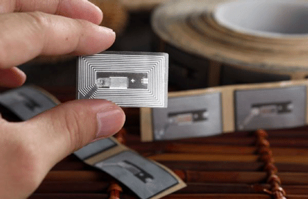 中��新零售�l展�D型 RFID技�g人才火��
