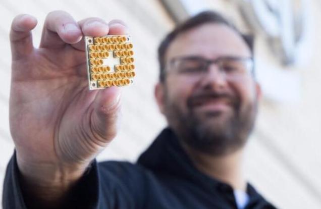 英特尔发布全新量子计算测试芯片,欲与IBM一争高下