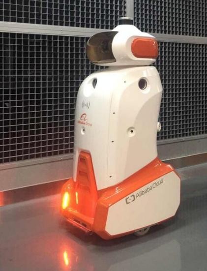 阿里巴巴首次展示IDC智能机器人天巡,更高的效率,更低的成本