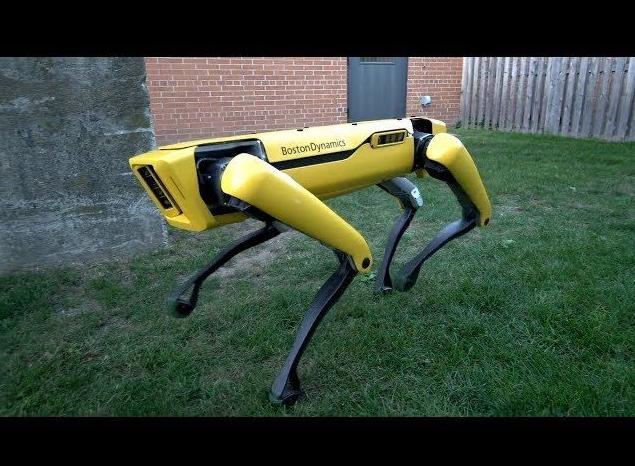 波士顿动力公司发布SpotMini仿真四脚动物机器人第二代