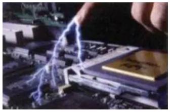 为什么不能用手摸电路板?