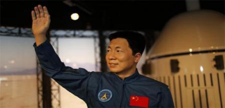 杨利伟首次上天时竟然随身携带着手枪,难道要和外星人干仗?