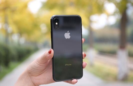 iPhone X销量严重下滑:三星降低OLED屏生产