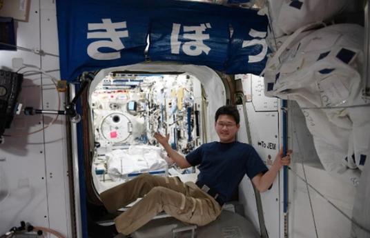 日本宇航员太空生活3周回归地球后:身高狂长9cm