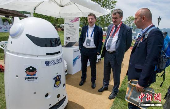 六大集聚区竞相出台鼓励政策 机器人产业万亿市场引爆在即