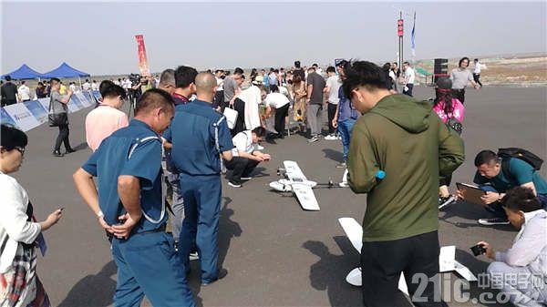 无人机飞行服务中心启动仪式暨尖兵之翼飞行展演活动举行