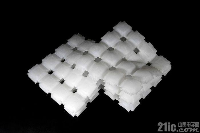 宝马与MIT开发可充气3D打印材料 可按指令改变形状和硬度 或用于未来汽车内饰