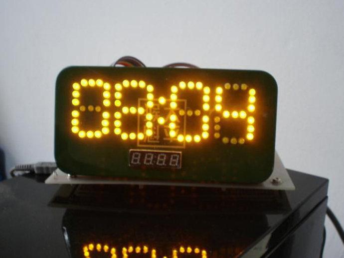 单片机驱动的发光二极管做的数码管时钟