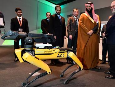 """波士顿动力正在制造令人害怕的""""机器狗军队"""",明年出货1千台SpotMini机器人"""