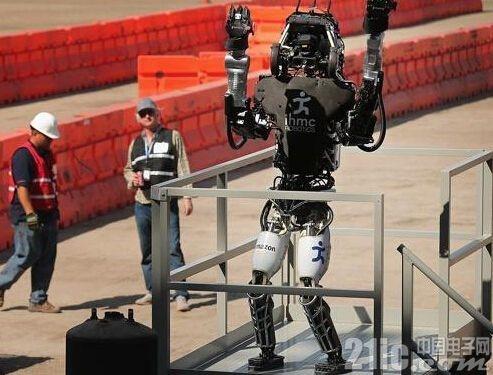 巨头都要分家用机器人一杯羹,目前实际产品差太远