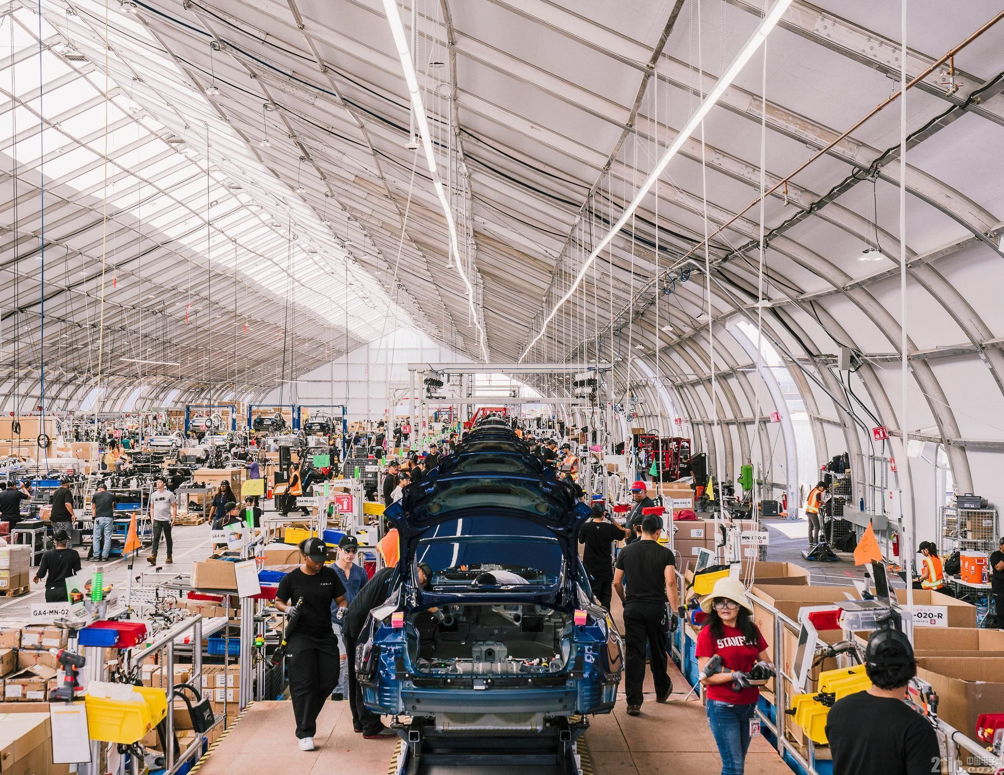 """特斯拉实现每周生产5000辆Model 3背后:千辆Model 3在""""帐篷""""里制造"""