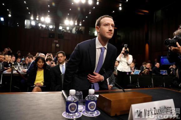 Facebook陷入危机!泄露信息丑闻、日活跃用户下降 股价暴跌24%