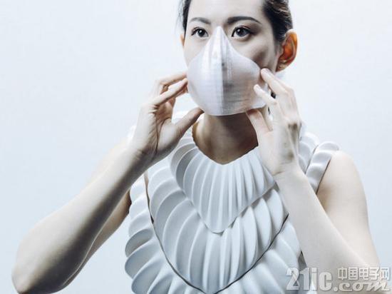 """穿着的""""鳃""""?英国科学家研发新型3D打印服装Amphibio,可让用户在水下自由呼吸"""