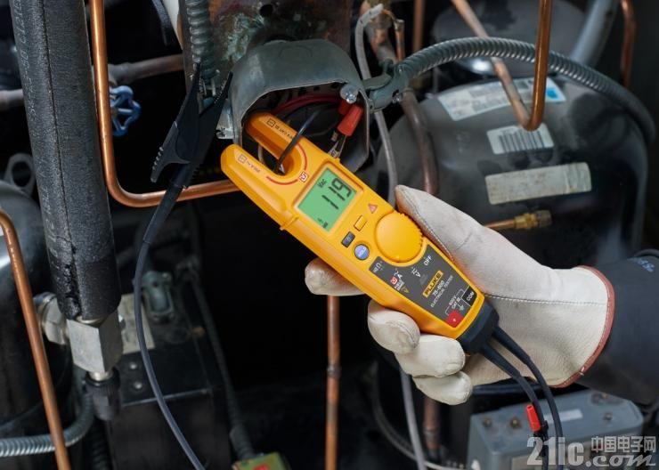 Fluke T6非接触电压测试钳表凭借其采用的FieldSense技术荣获ACHR《News》杂志经销商设计金奖