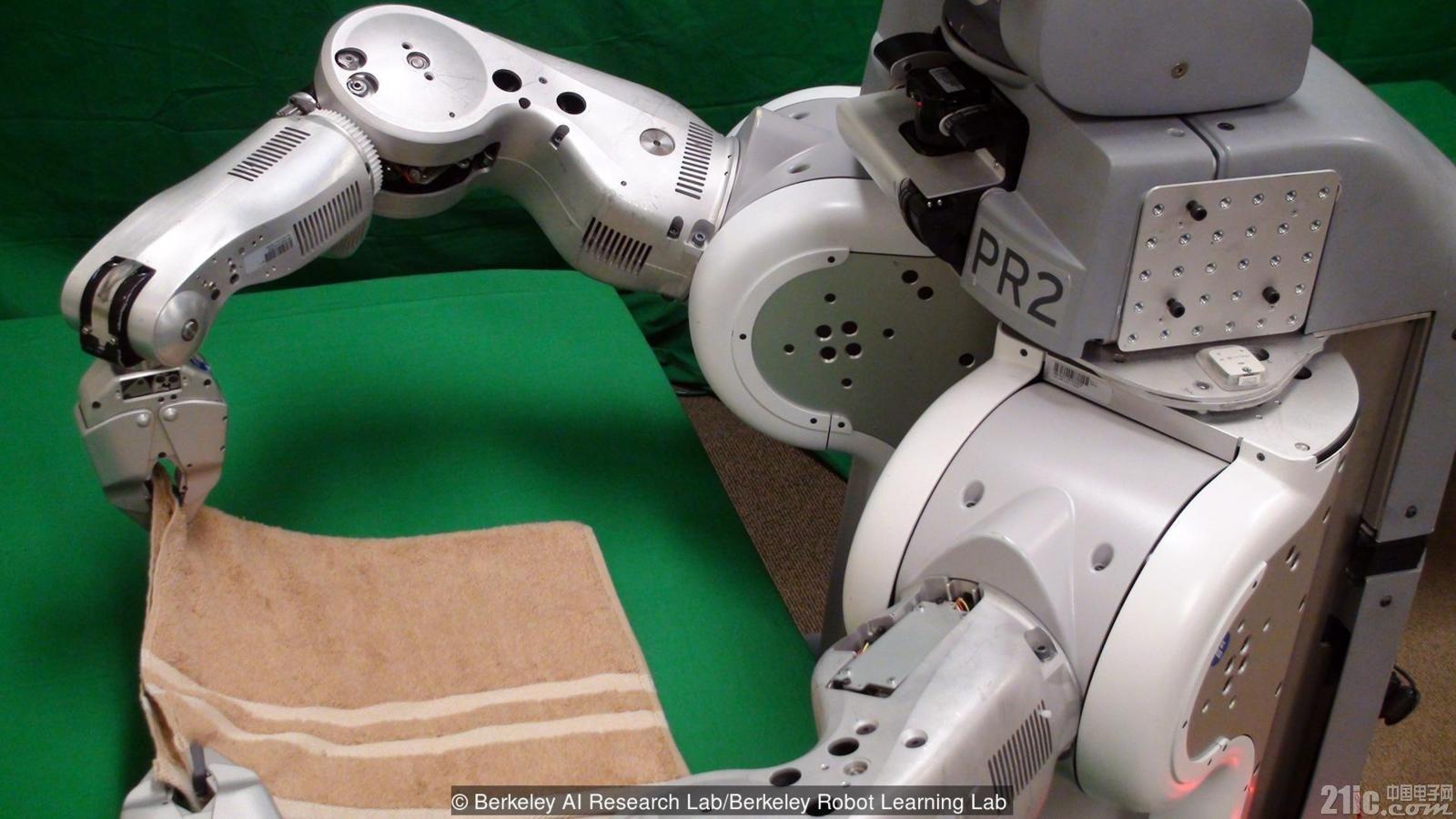 机器人现在折叠一条毛巾要15分钟,但未来会包揽家务