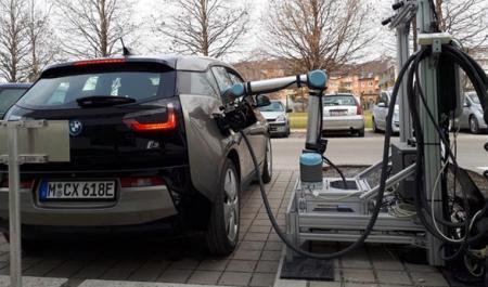 机器人充电站:能识别电动汽车并对其进行充电