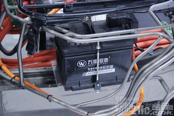 电动汽车陷�寰常�换电池竟比车还贵!