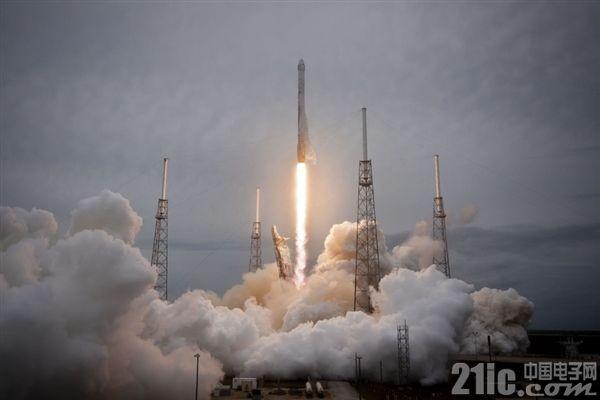 去月球转转要成真?SpaceX 签下全球首位绕月飞行私人乘客