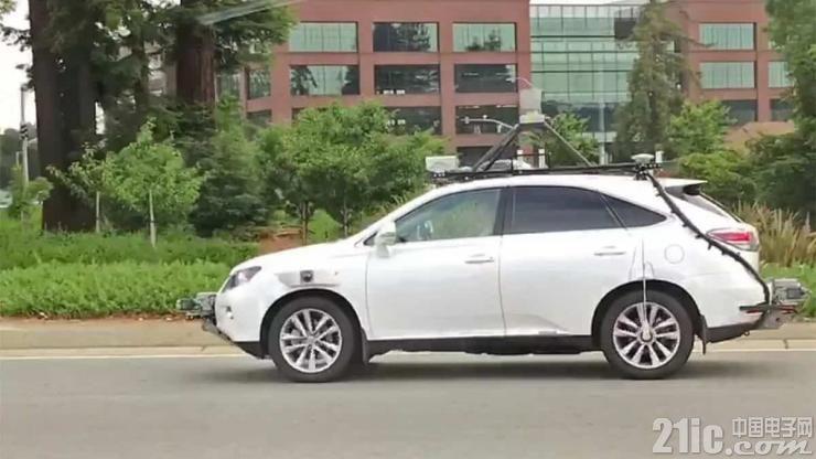 苹果无人驾驶汽车意外曝光,原因竟是被追尾!