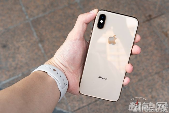 你的iPhone XS Max一定要拿稳了,摔坏了维修费就是一台iPhone 8