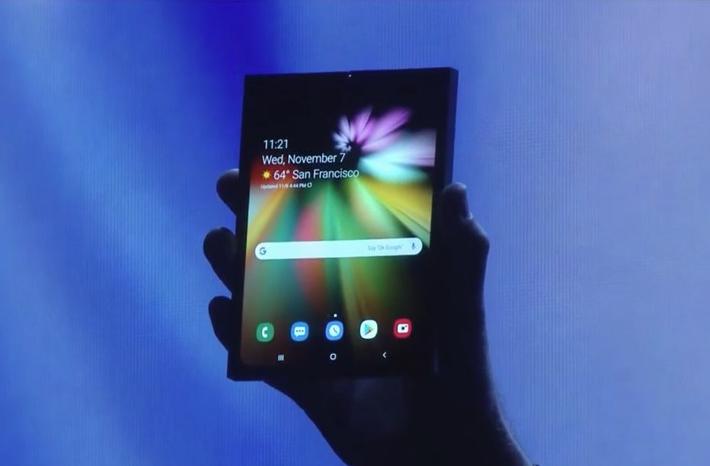 三星杀手锏正式亮相!手机平板随意切换的可折叠手机