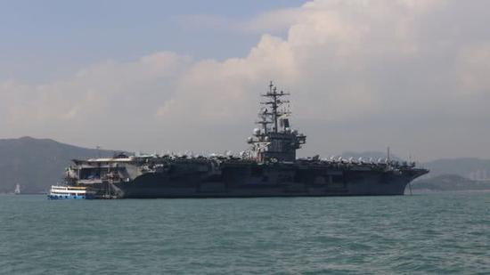 网友用无人机近距拍摄美航母 美水兵竟未察觉?