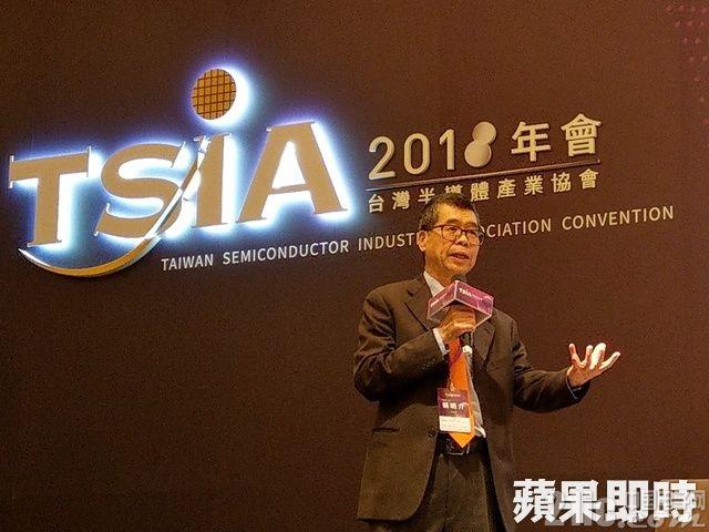 联发科CEO:半导体发展过去由摩尔定律主导,未来将由AI主导!