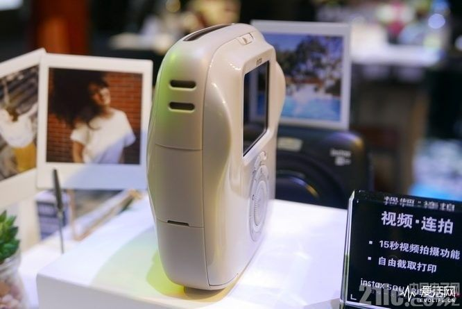 富士发布新款SQ20相机数模一次成像相机:外观可爱,可4倍变焦