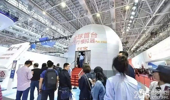 全球首台LED飞行模拟器亮相广东珠海国际航展中心