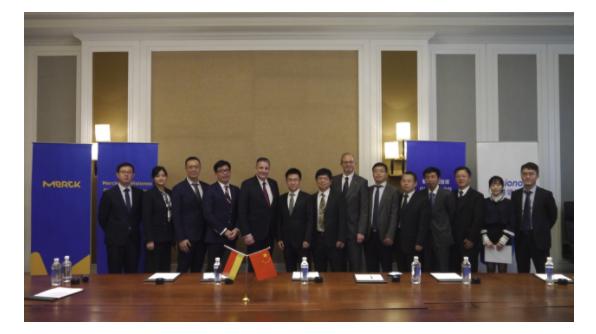 默克于首届进博会与维信诺签署OLED互惠协议