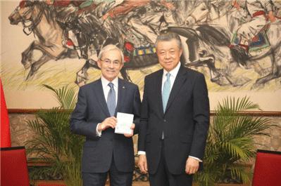 中国驻英使领馆发出首张生物识别签证