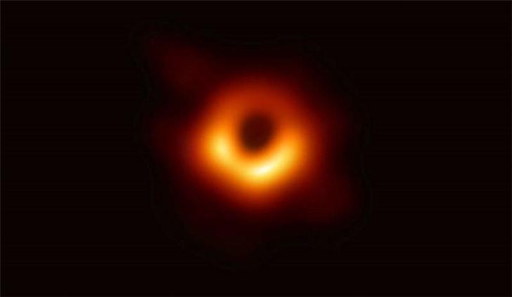 霍金女儿:如果我父亲能看见黑洞第一张照片该多好
