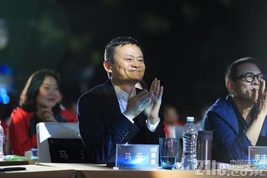 马云刘强东高谈996后,网友不买账:多给工资  少灌鸡汤