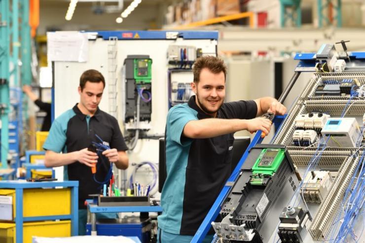 �C器制造中安全高效的工作流程 魏德米勒工作�鏊�解�Q方案�椭�布勒集�F提高流程效率