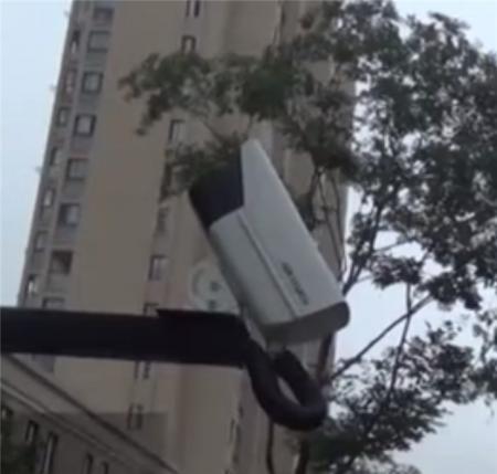 """浙江一小区装47个""""广角""""摄像头全部朝天,这是啥操作?"""