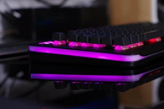 LEVEL 20 RGB机械键盘,享受那一丝触感