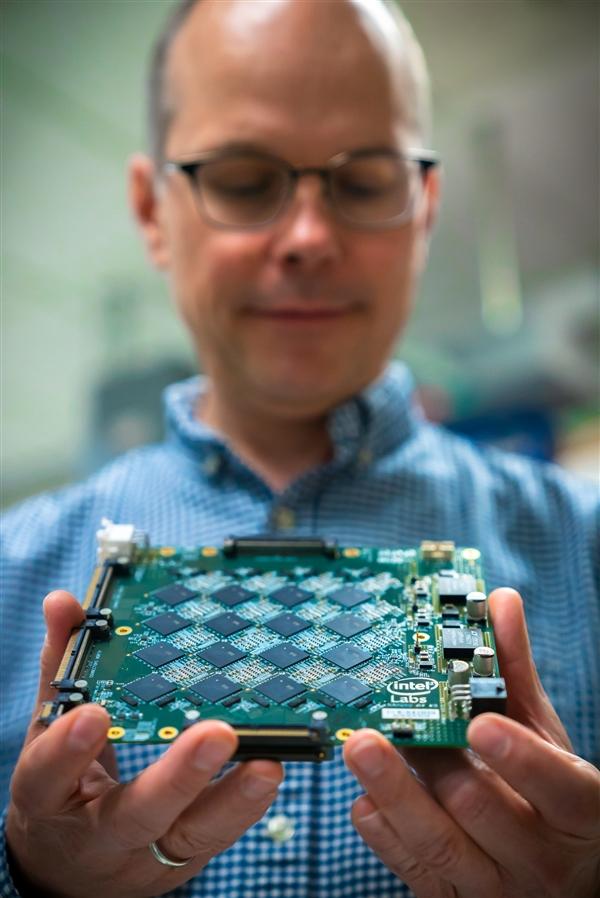 Intel发布神经拟态系统:64颗芯片互连,模拟人脑!