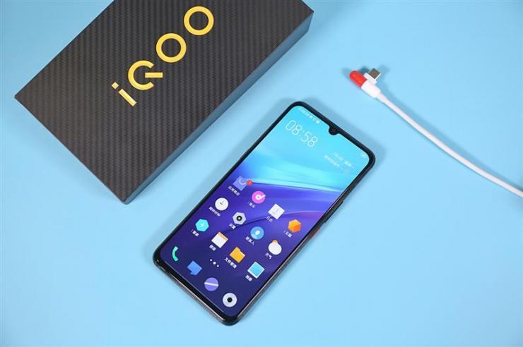 iQOO Pro 5G手�C最新�u�y,常�性能令人�M意