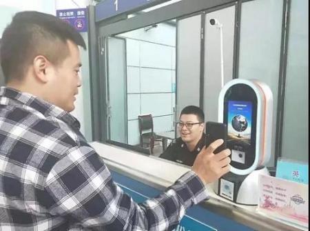 不用身份证,乘客使用微信生成二维码即可办理登机?