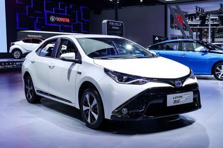 丰田外插充电式混合动力车