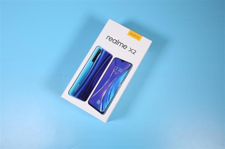realme X2:虫洞光纹+双面玻璃