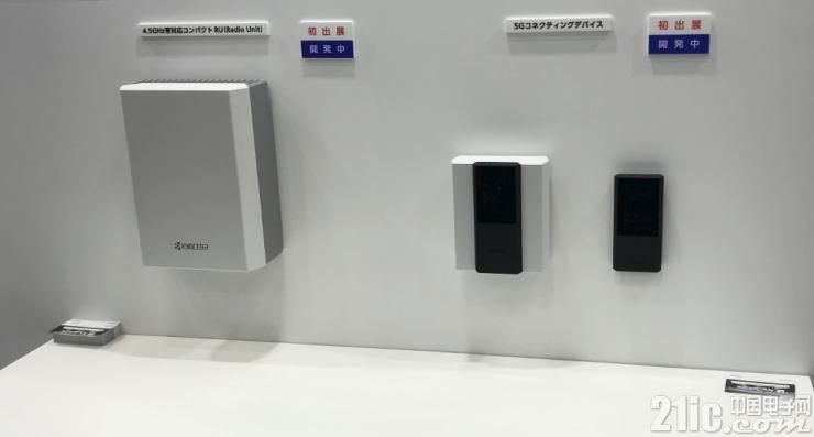 4.5GHz�o��型RU�卧�(左)5G�B接�b置(右)