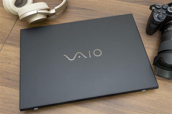 最新VAIO S15,黑的很神秘