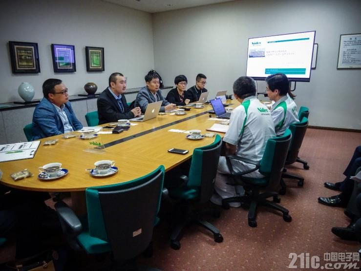 21ic中国电子网记者参加Nidec现场采访(左2)
