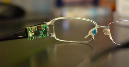 在眼镜上内置生物传感器?